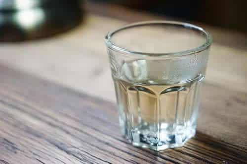 Boire de l'eau pour arrêter de grignoter