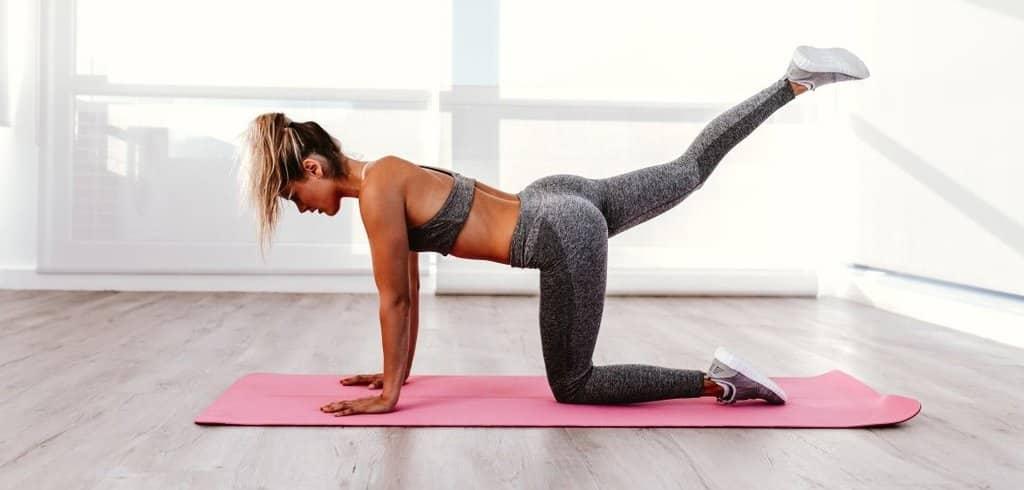 Exercice pour les fesses, la levée de jambes